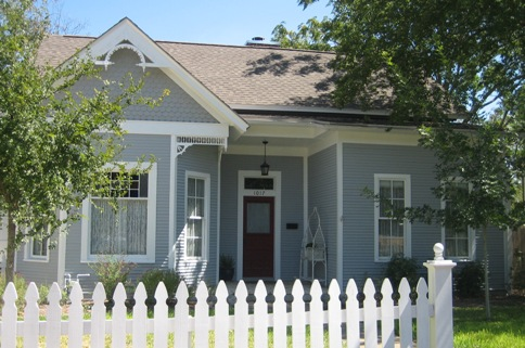 Salado house grey w white picket fence