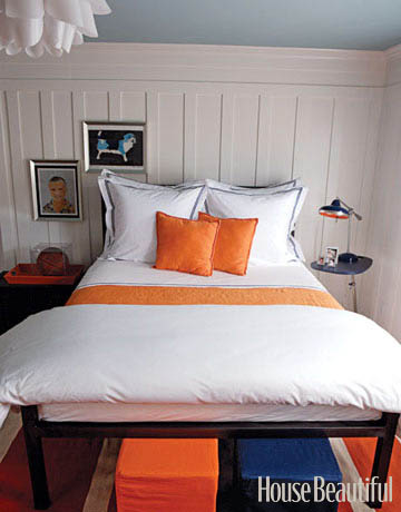 Small bedroom white and orange