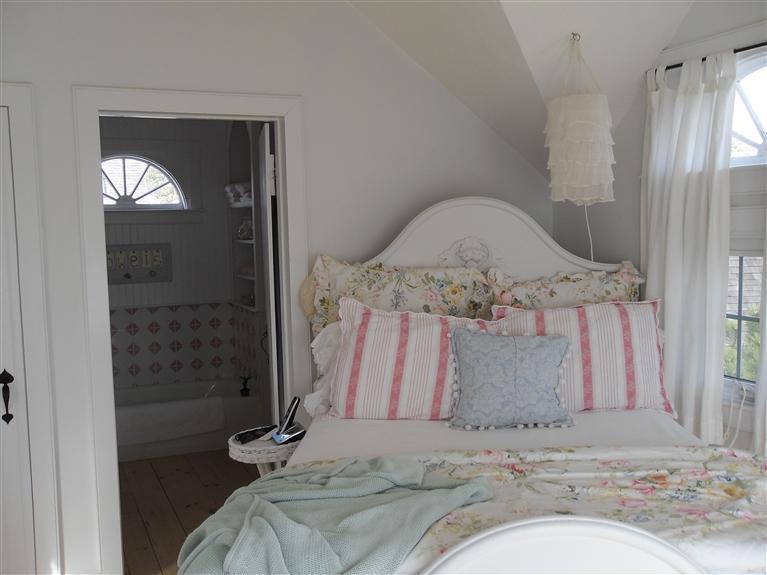 Mass Cottage Bedroom